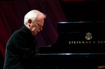 Janusz Olejniczak Plays Chopin
